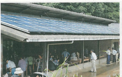 「しんのみくうかん」の屋根に取り付けられた太陽パネル